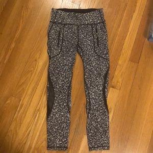 Lululemon black & white printed leggings.  Size 6.